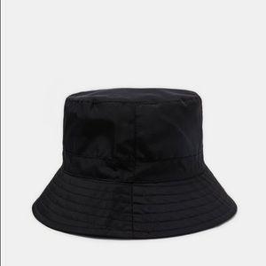 ZARA BUCKET HAT IN BLACK